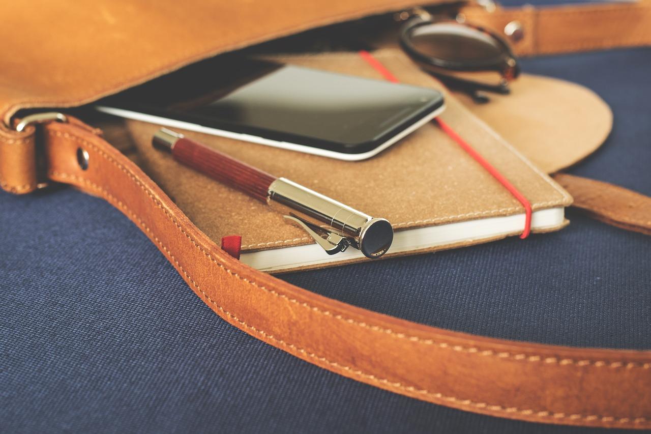 Smartphone w torbie